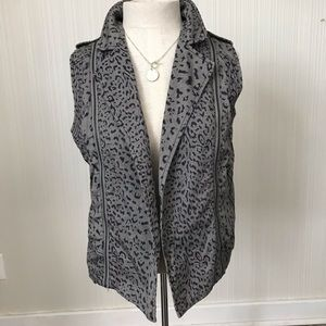 Daniel Rainn Leopard Print Vest with Zipper Detail